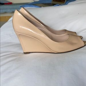 Sergio Rossi beige peep toe patent leather wedge